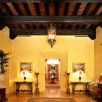 Foyer with velvet marmorino