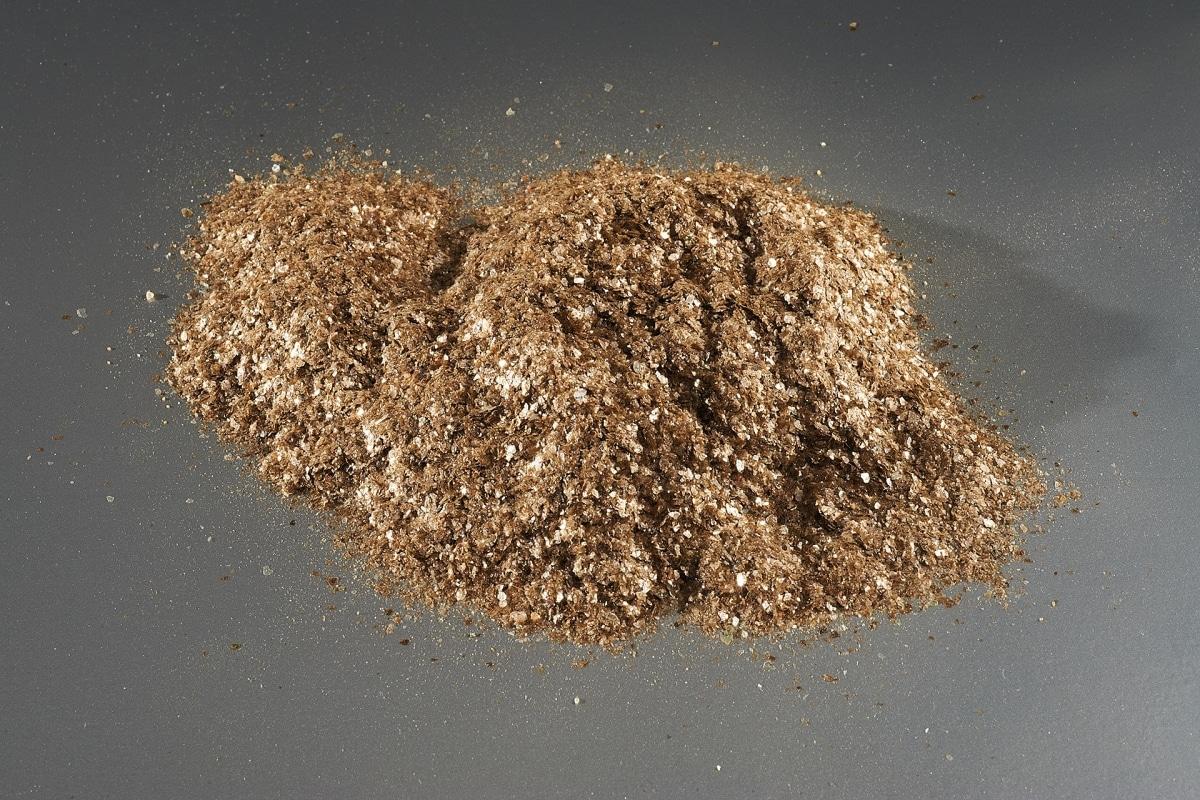 charge-minerale-echantillon-argilus-mica-noir